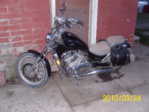 Click image for larger version Name: GUY'S 1986 SUZUKI INTRUDER 012.jpg Views: ...